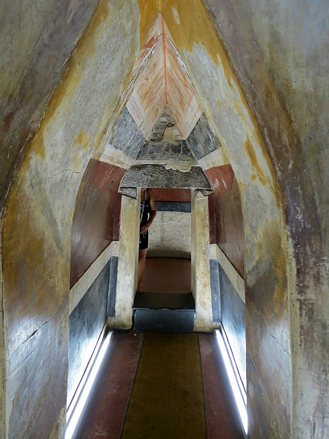 11.1410599571.entrance-to-kazanlak-tomb
