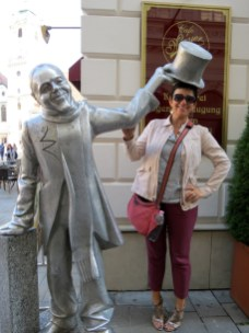 15.1443796628.statue-of-schoener-naci