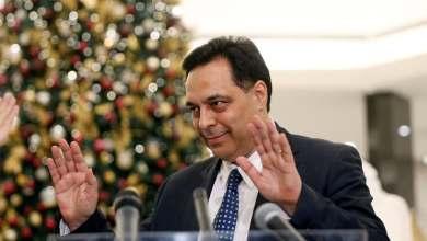 صورة رئيس الوزراء اللبناني يعلن استقالة حكومته