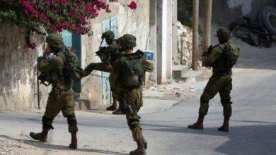 صورة الاحتلال يقتحم عددا من الأحياء في البلدة القديمة بالقدس ويحرر مخالفات للمواطنين