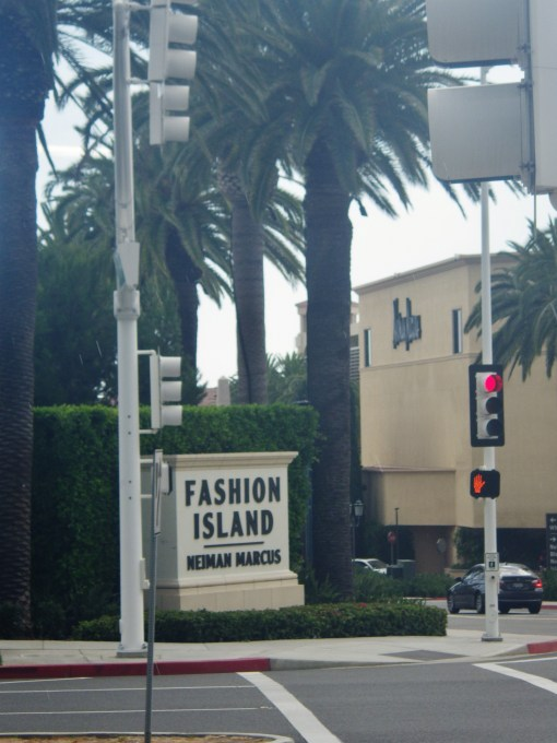 Fashion Island Sign