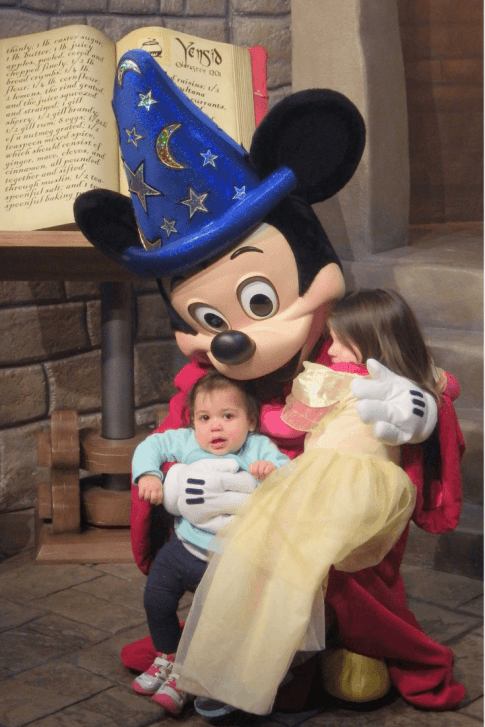 Meeting Mickey and Minnie with kids