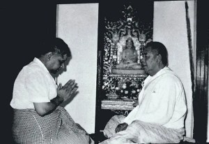 An image shows iconic Vipassana Meditation teacher S.N. Goenka bowing before his teacher Sayagya U Ba Khin.