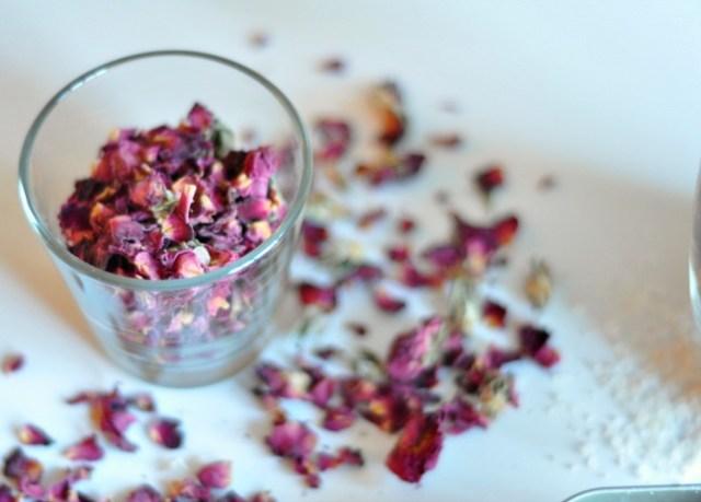 rose petal beauty benefits 1