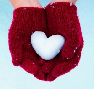 Hands Gloves Heart Snow Winter HD Wallpaper - LoveWallpapers4u.Blogspot.Com