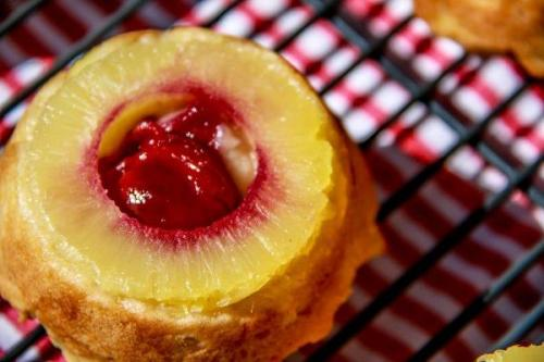 pineapple upside down cakes (12)