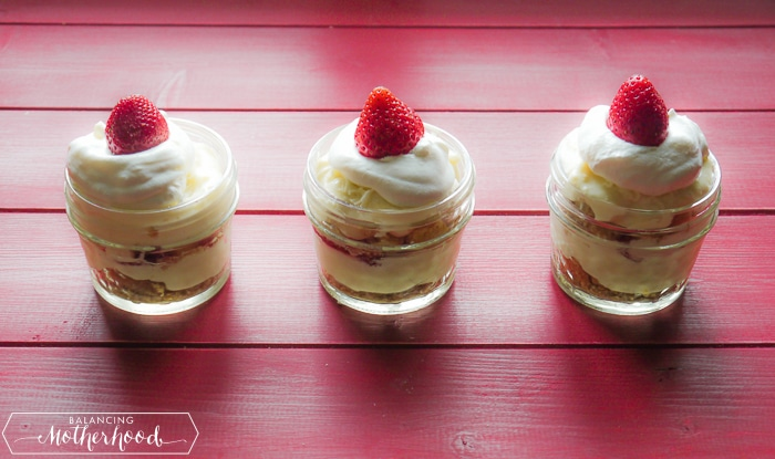 How to make the perfect no bake strawberry cheesecake layer cake | Recipe included