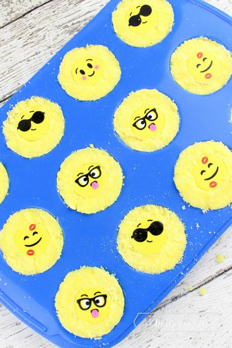 diy emoji bath bombs