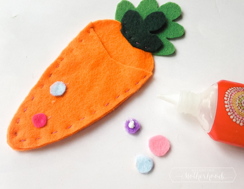 Create this cute Easter felt craft free pattern!