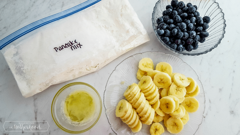 Enjoy breakfast with these banana blueberry baked pancakes!
