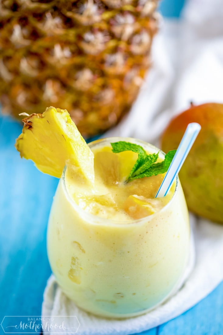 Give your kids a healthy and delicious drink with this mango pineapple smoothie!
