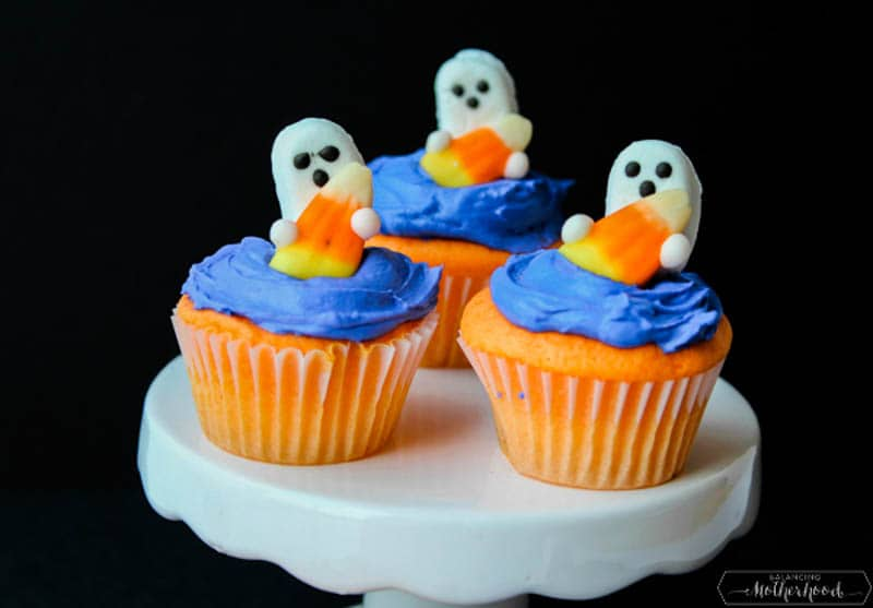 ghost cupcakes on cake stand