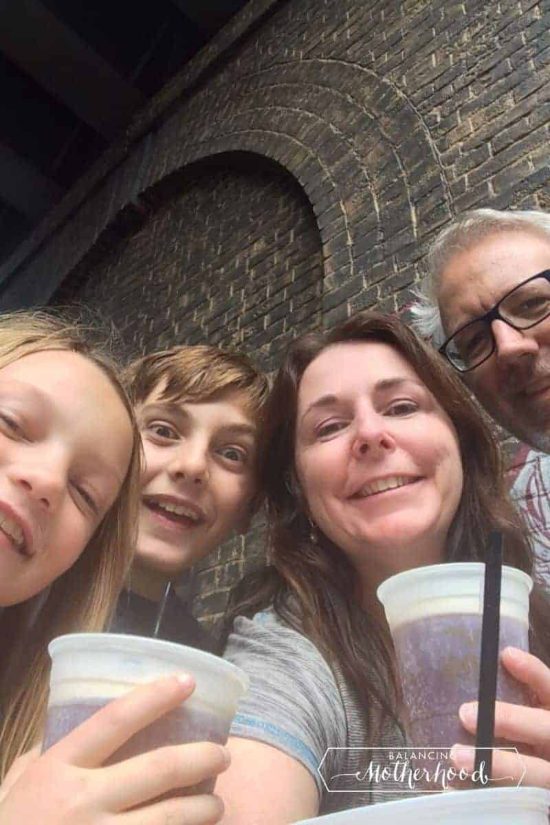 family drinking butterbeer at Universal
