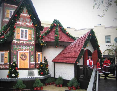 Dreamworks Adventure to Santa at Victoria Gardens