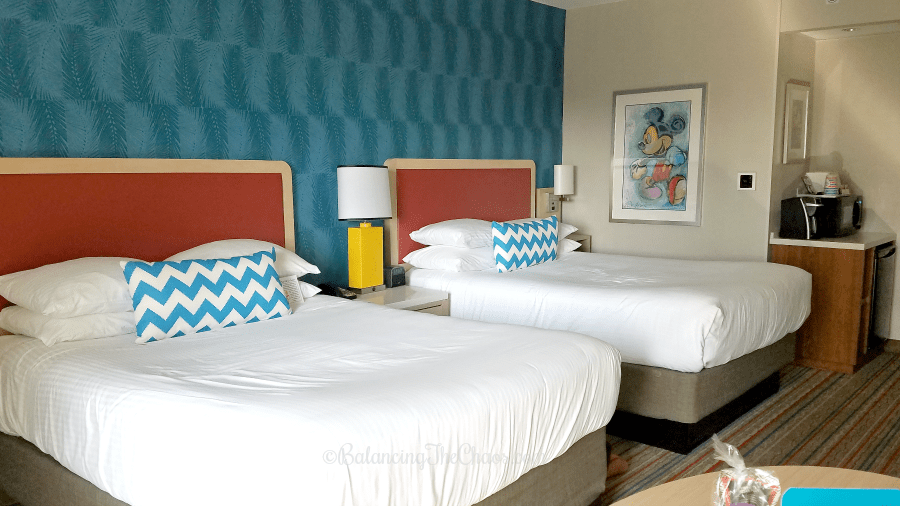 Retro Room Style at the Howard Johnson Anaheim Hotel and Water Playground