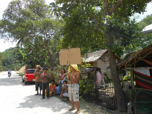 People affected by the earthquake express their need for food