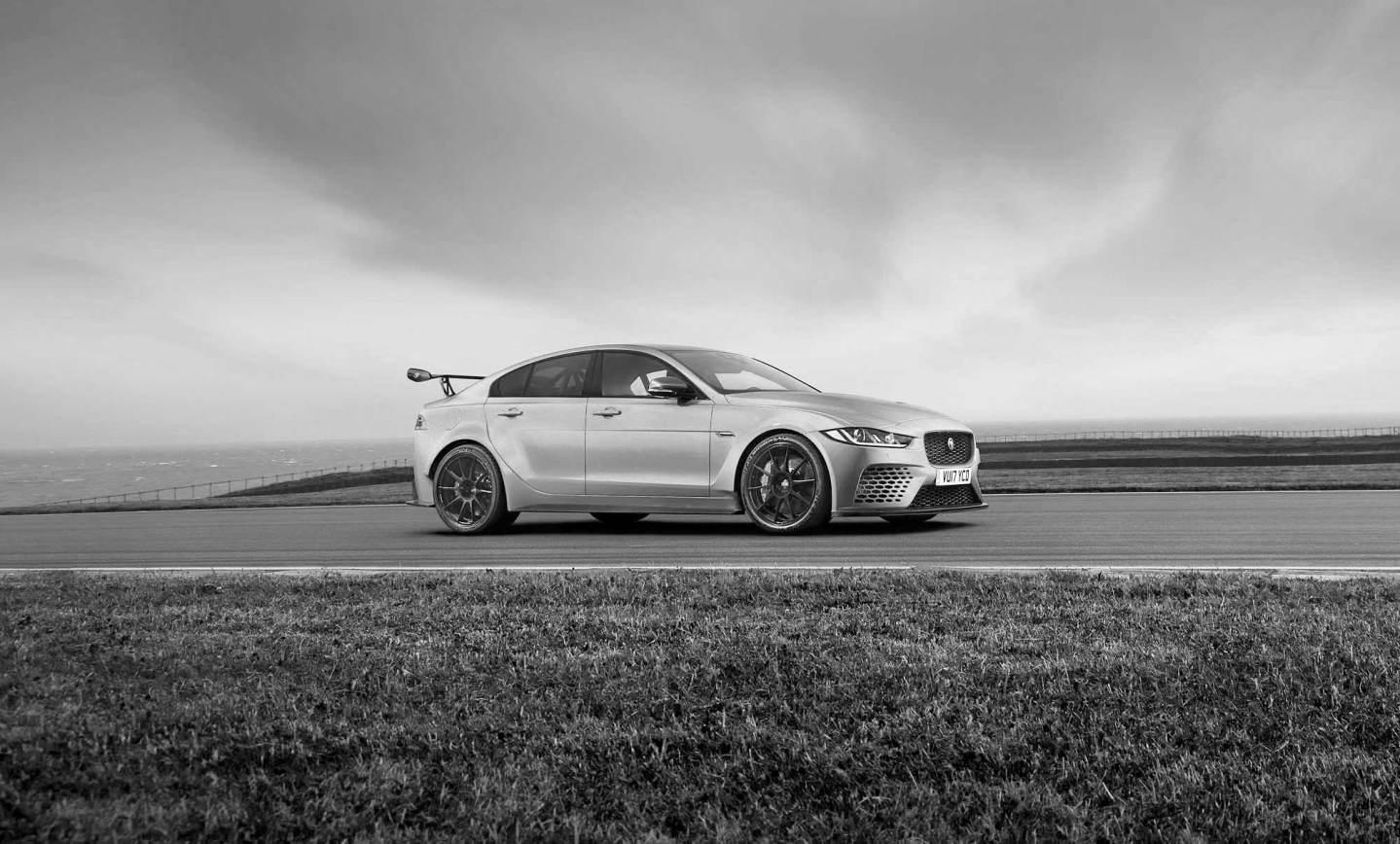 Jaguar apresenta sedã mais rápido da sua história