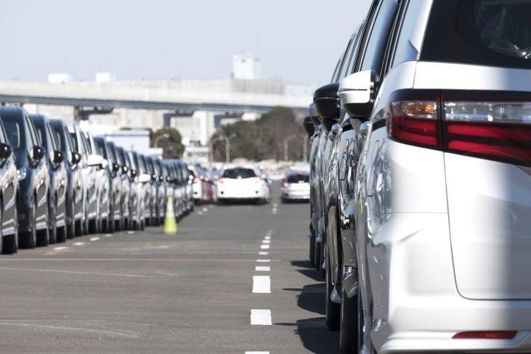 carros brancos estrada brasil