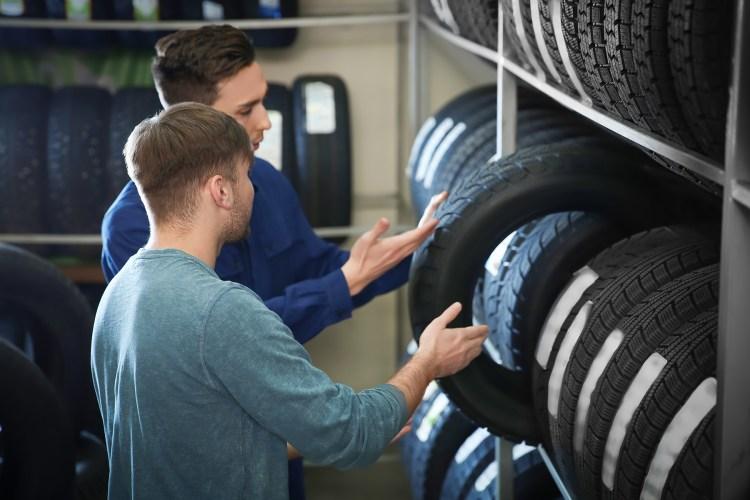 loja pneu compra vendedor cliente