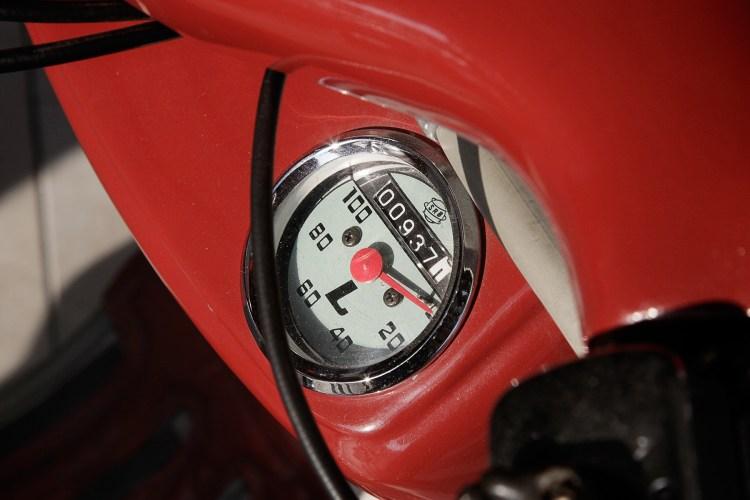 detalhe do velocímetro da lambretta