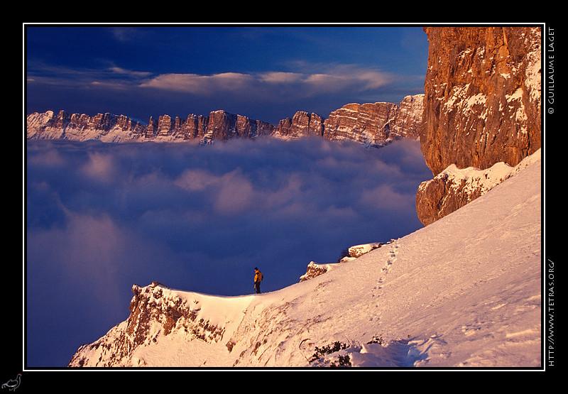 pied des falaises du Vercors, au dessus du col de l'Arzelier
