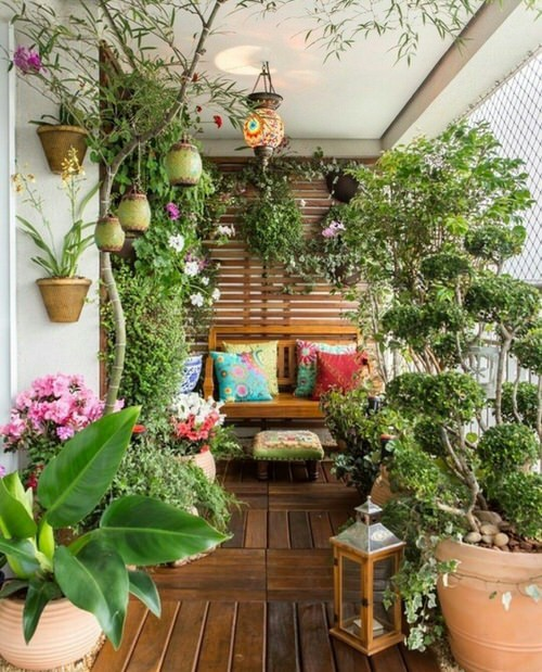 Create A Tropical Garden Oasis In A Balcony With These Ideas