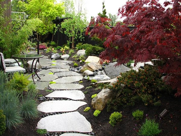 19 DIY Garden Path Ideas With Tutorials