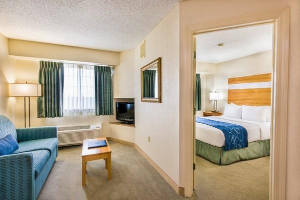 Comfort Suites Seven Mile Beach one bedroom suite