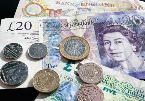 british-pounds-414418_1920