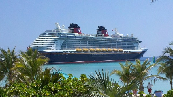 disney cruise-ship-615116_1280
