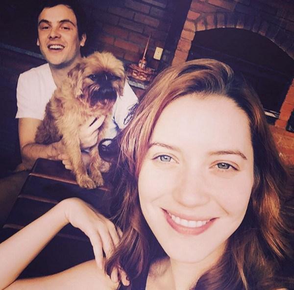 Nathalia Dill com Sérgio Guizé e o cachorrinho de estimação (Foto: Reprodução/Instagram)