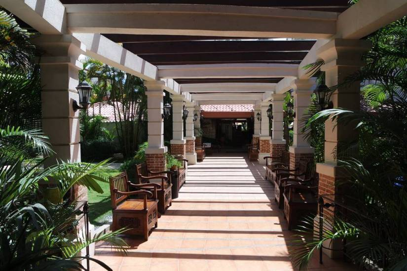Costabella Tropical Beach Hotel Cebu