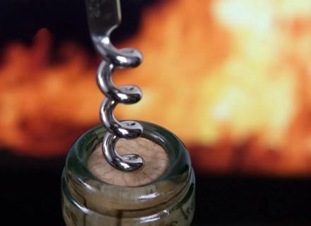 Membuka botol wine dengan corkscrew