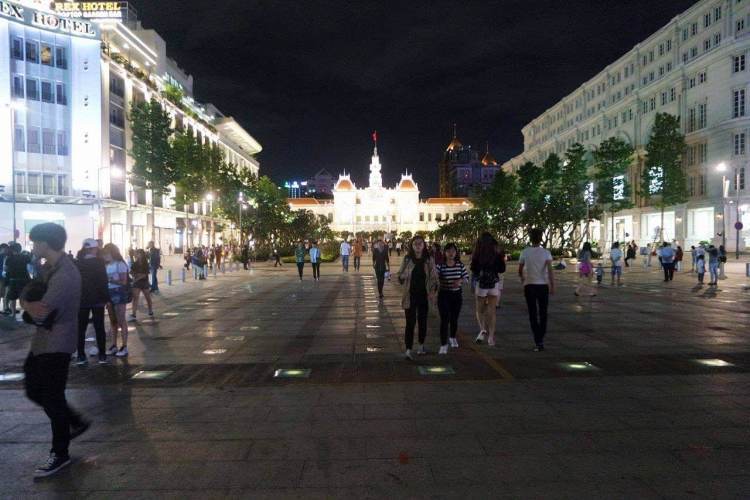 Jalan menuju Ho Chi Minh square