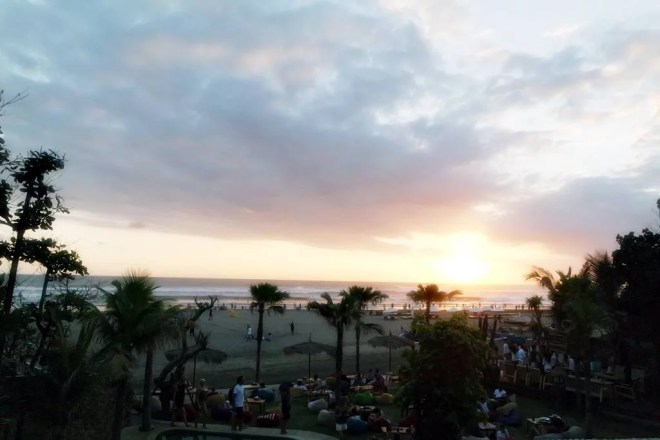 Sunset Petitenget Beach dari Mano Cafe