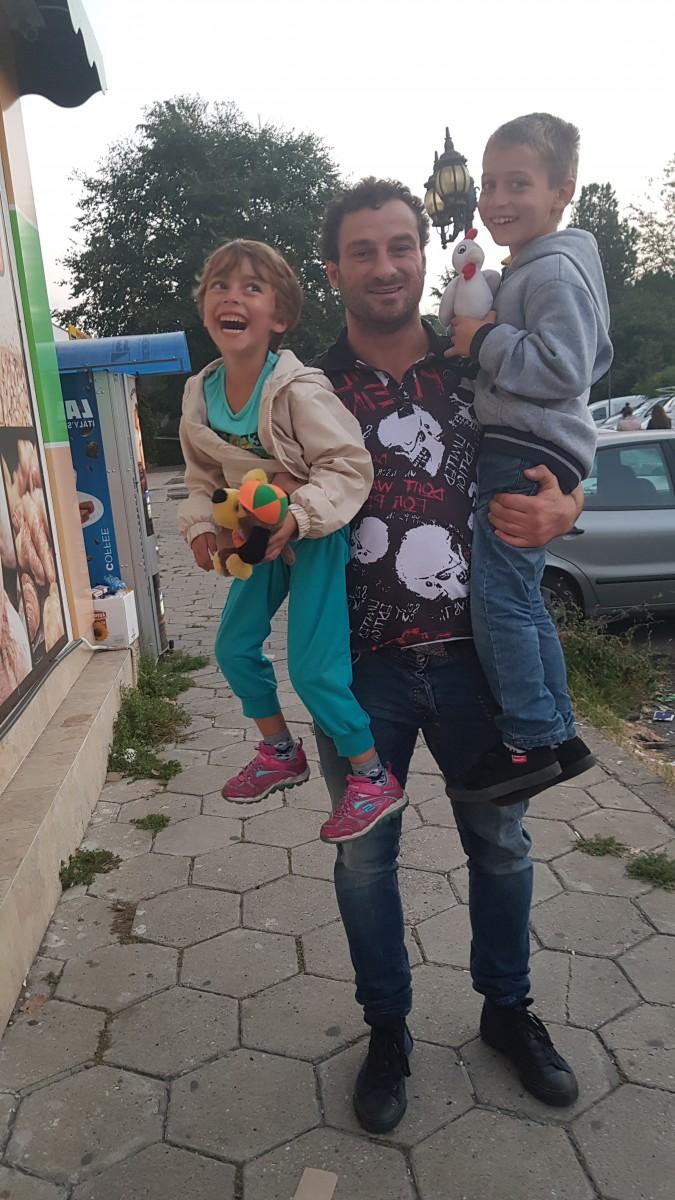 Петър Низамов помогна на Майка с две деца от Бургас, измамена и оставена на улицата.