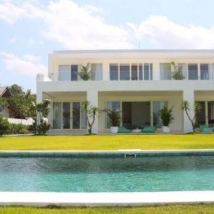Beachfront: 4 Bedroom Villa in Canggu
