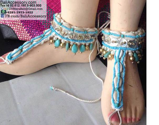 baff1-4-barefoot-sandals-with-cowry-shells
