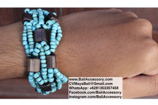 Beaded bracelet with wood. Handmade in Bali Indonesia