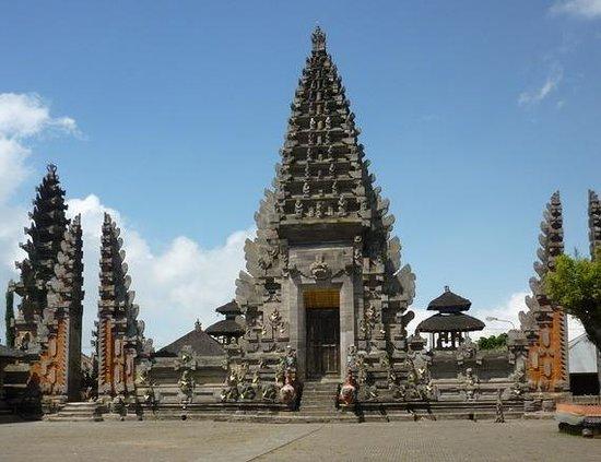 les 15 batur temple