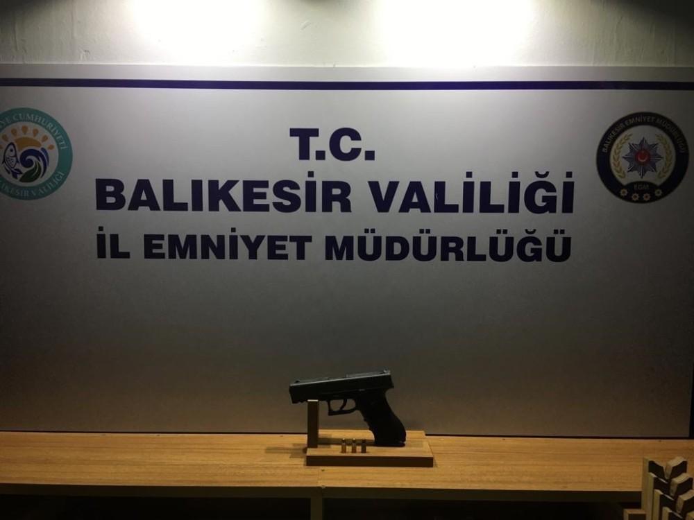 Balıkesir'de polis 12 silah ele geçirdi