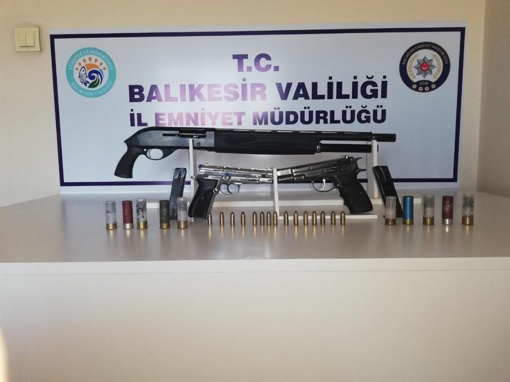 Balıkesir'de polis 7 silah ele geçirdi