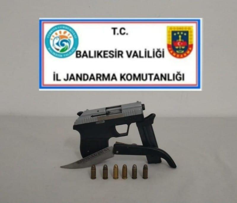 Jandarma silah taşıyan 5 kişiyi gözaltına aldı