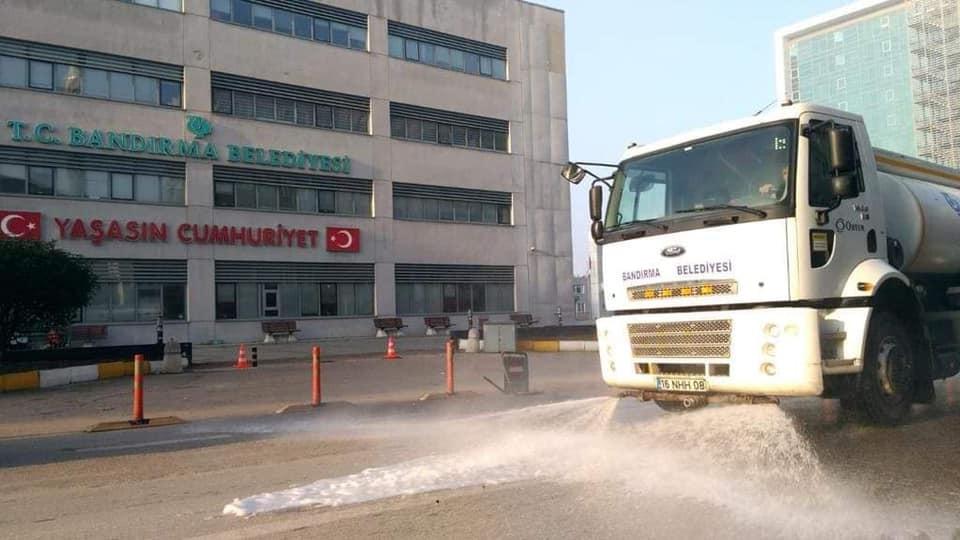 Bandırma'da her yer dezenfekte ediliyor