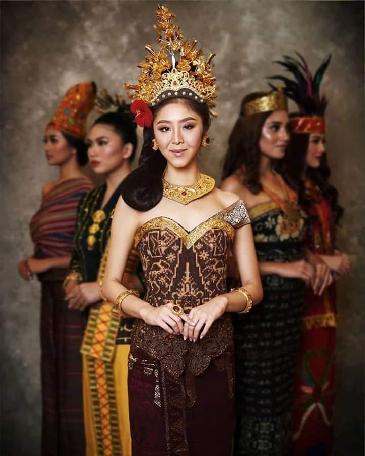 Baju adat Indonesia - Finalis Puteri Indonesia asal Bali