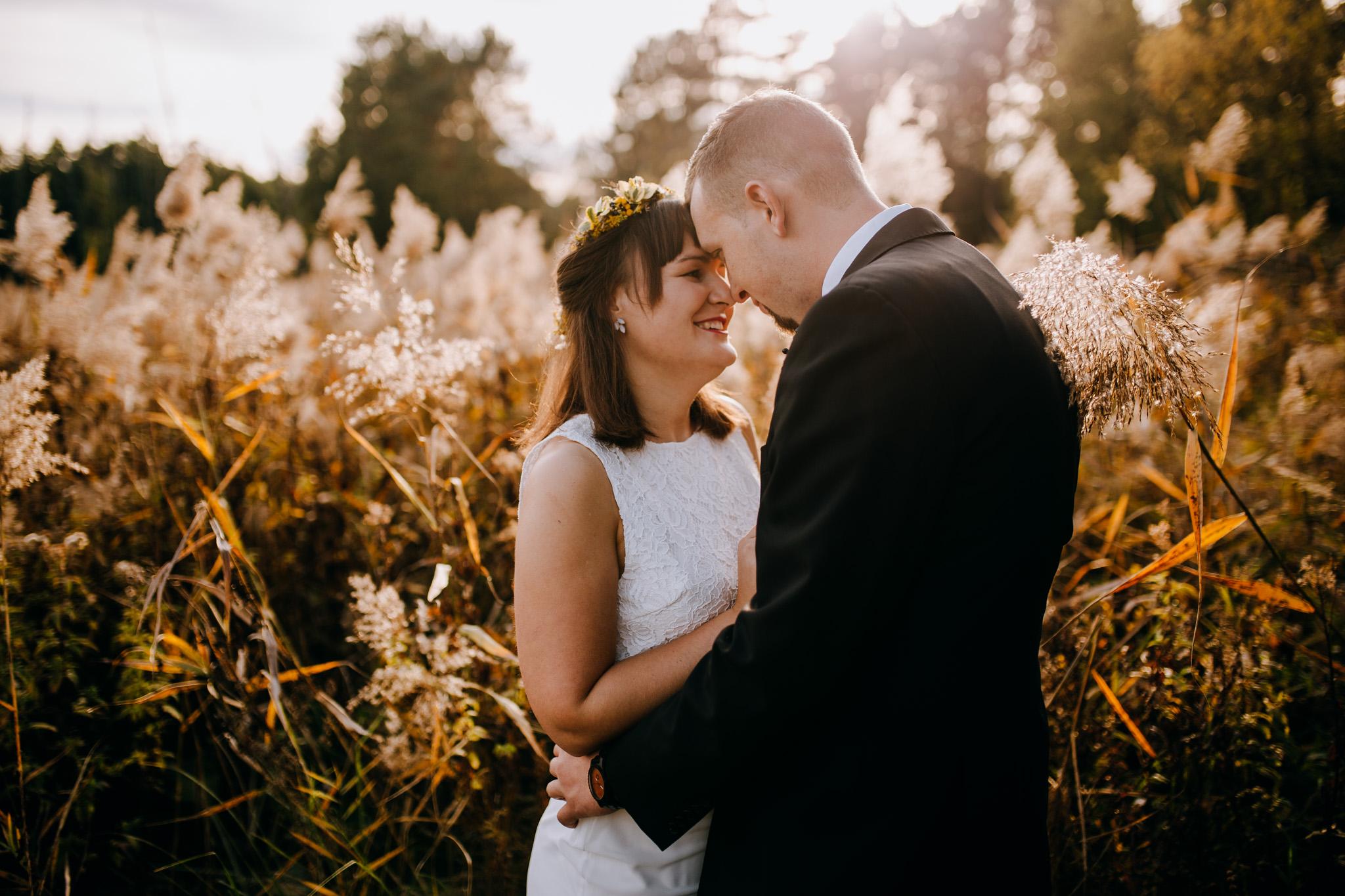 Natalia & Kuba – słoneczna sesja ślubna