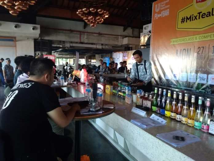 A participant performs tea mixology in front of Judges at Mixtealogy in Kuta on Monday.