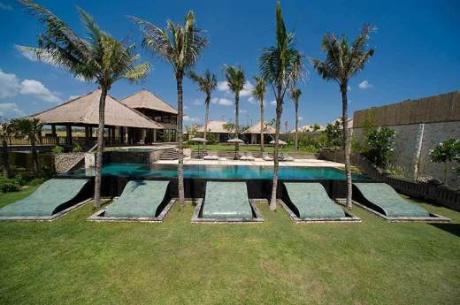 Villa Mary / Pantai Lima Deluxe Beachfront Villa for rent !