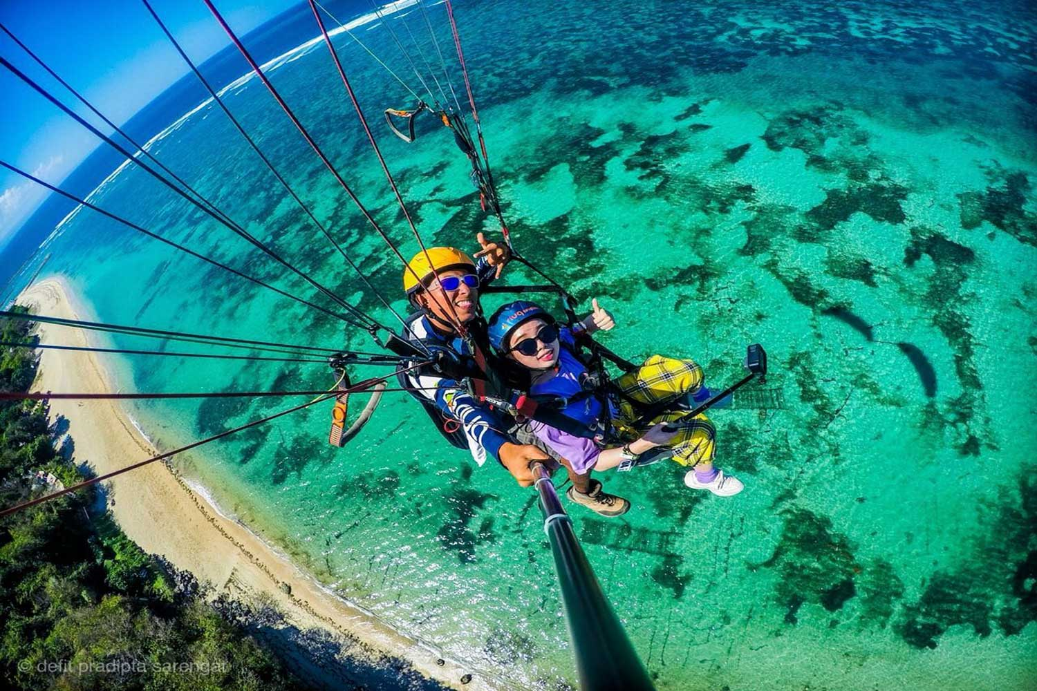 bali paragliding picture with gopro