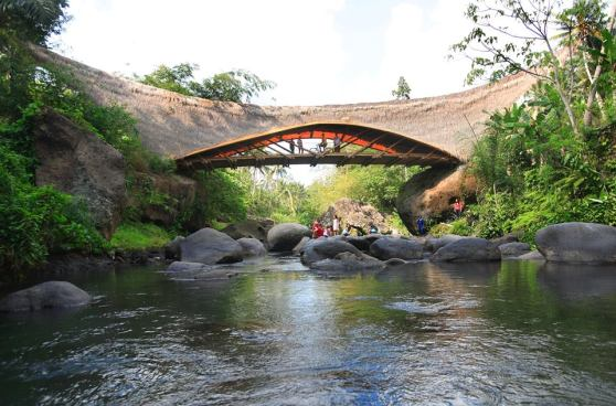bamboo-green-school-Une ecole holistique propre a Bali (4)